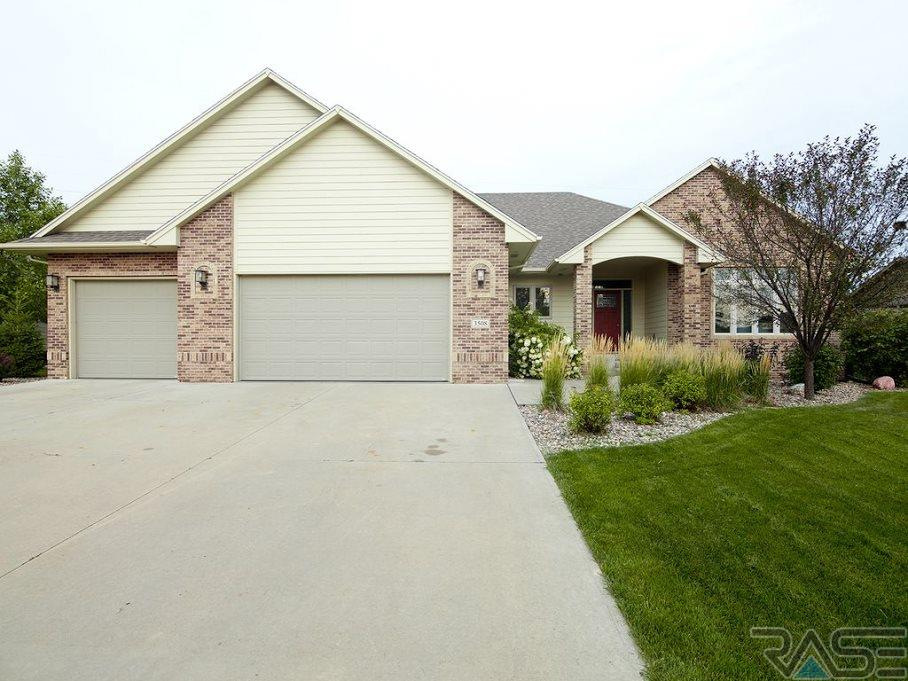 3508 S Harmony Dr, Sioux Falls, SD 57110