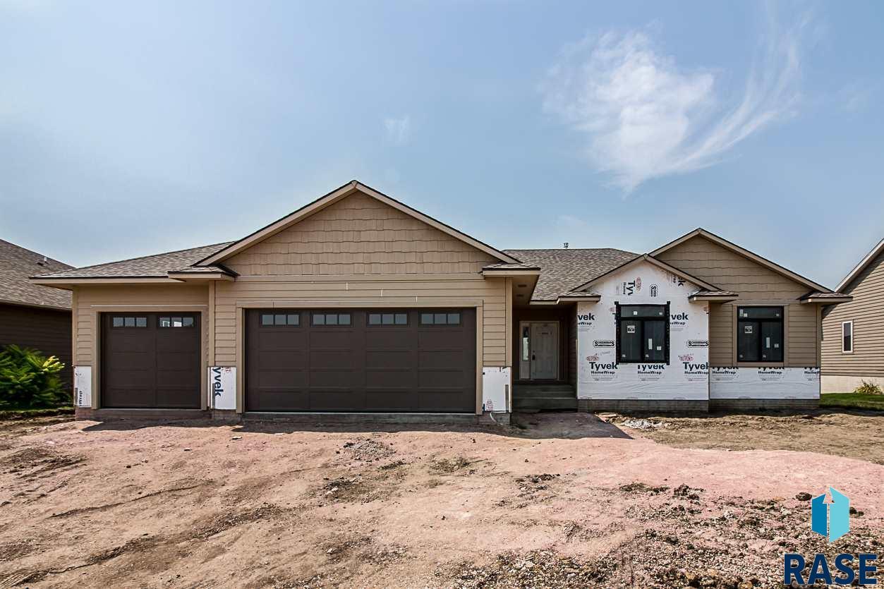 7401 S Heatherridge Ave, Sioux Falls, SD 57108