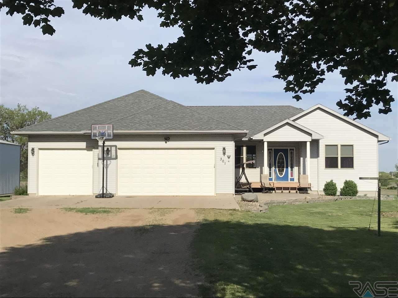 301 N Cedar St, Freeman, SD 57029