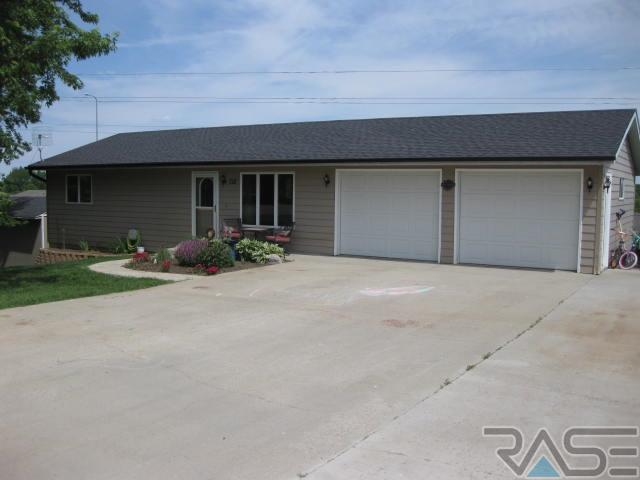 712 W 3rd St, Dell Rapids, SD 57022