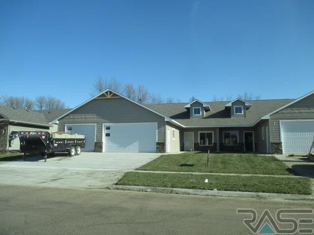 310 Emmett Trl, Harrisburg, SD 57032