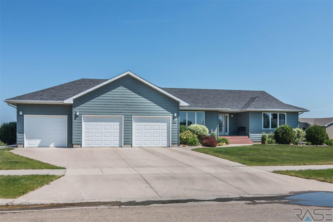 1122 NE 9th St, Madison, SD 57042