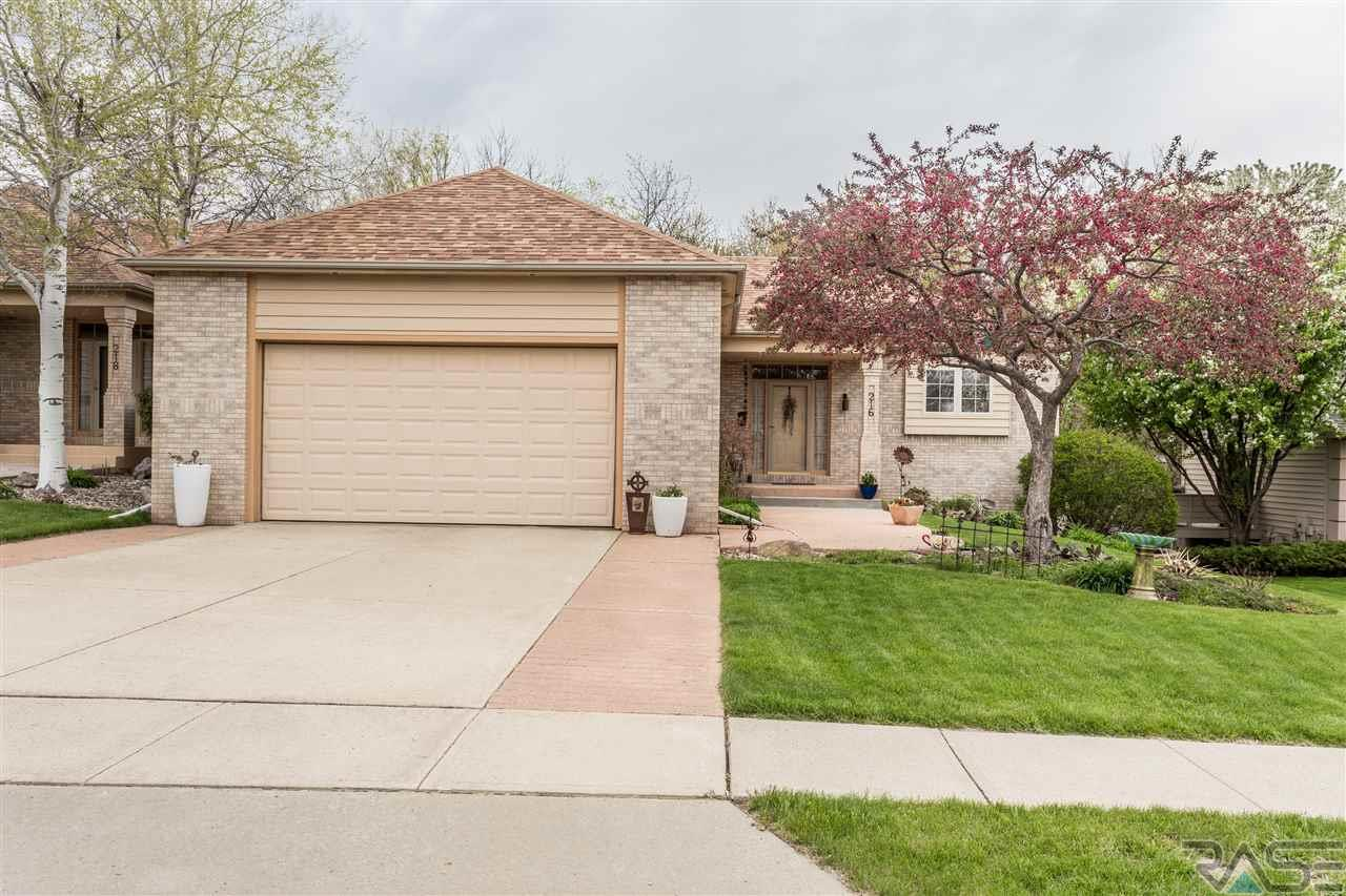 216 W St Andrews Dr, Sioux Falls, SD 57108