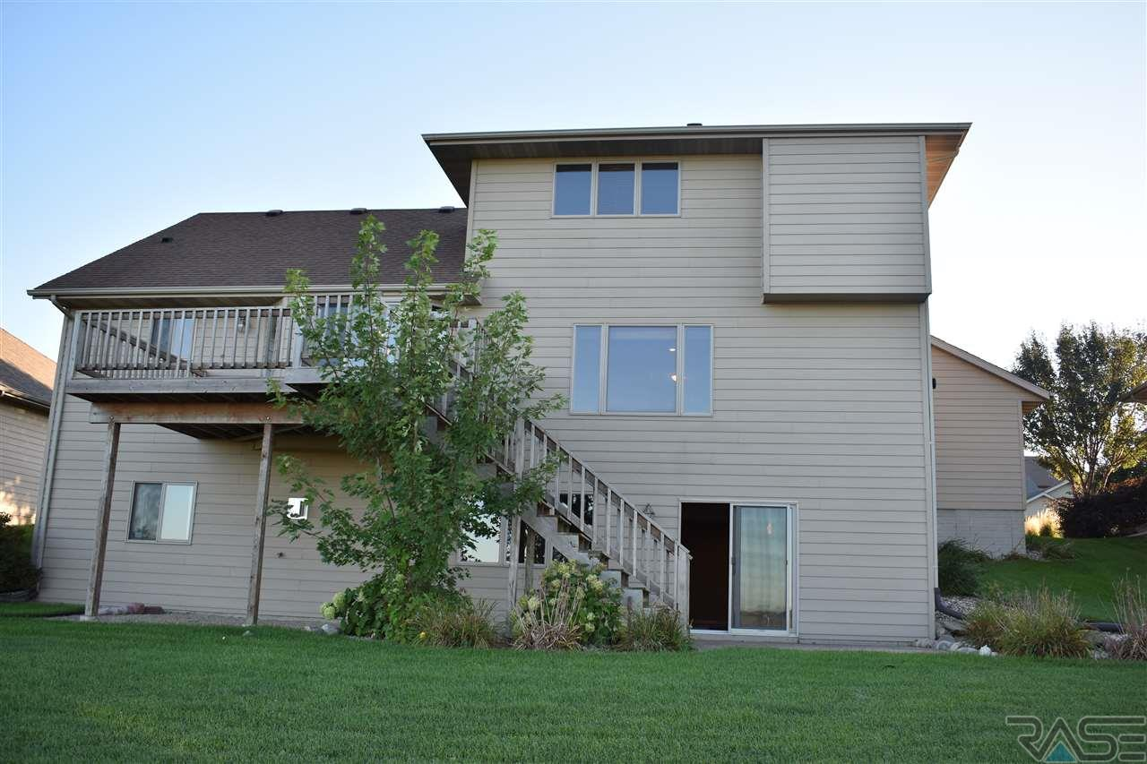 1904 River Bluff Dr, Brandon, SD 57005