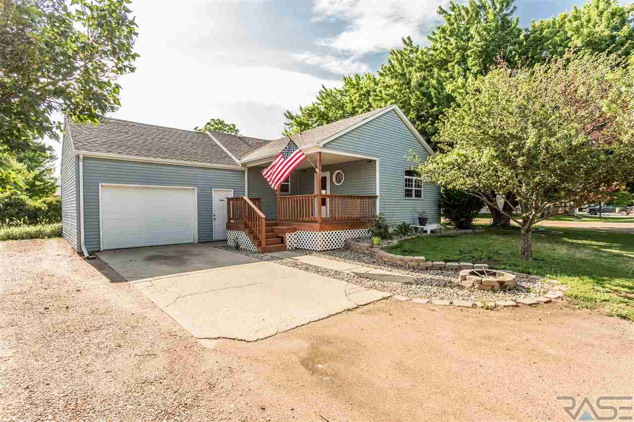 402 3rd Ave, Chester, SD 57016