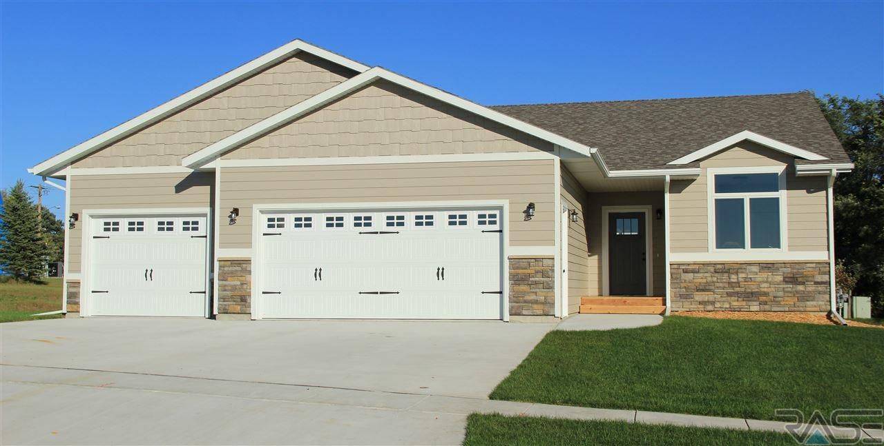 1402 Bitterroot Rd, Dell Rapids, SD 57022