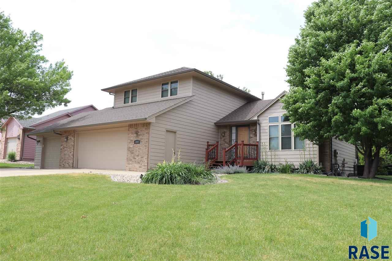 1008 E 61st St, Sioux Falls, SD 57108