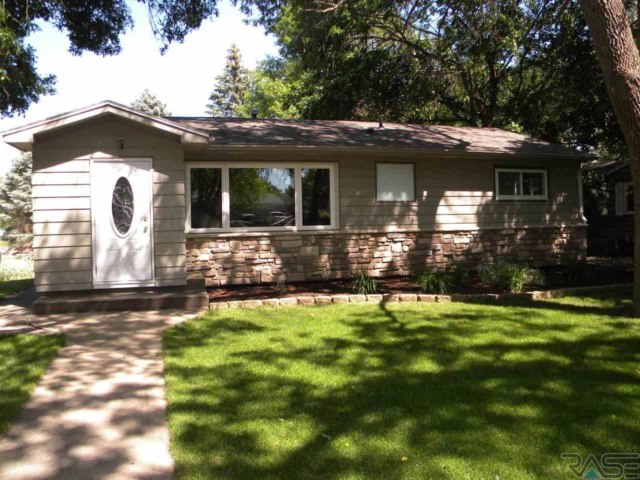 722 West Ave N, Madison, SD 57042