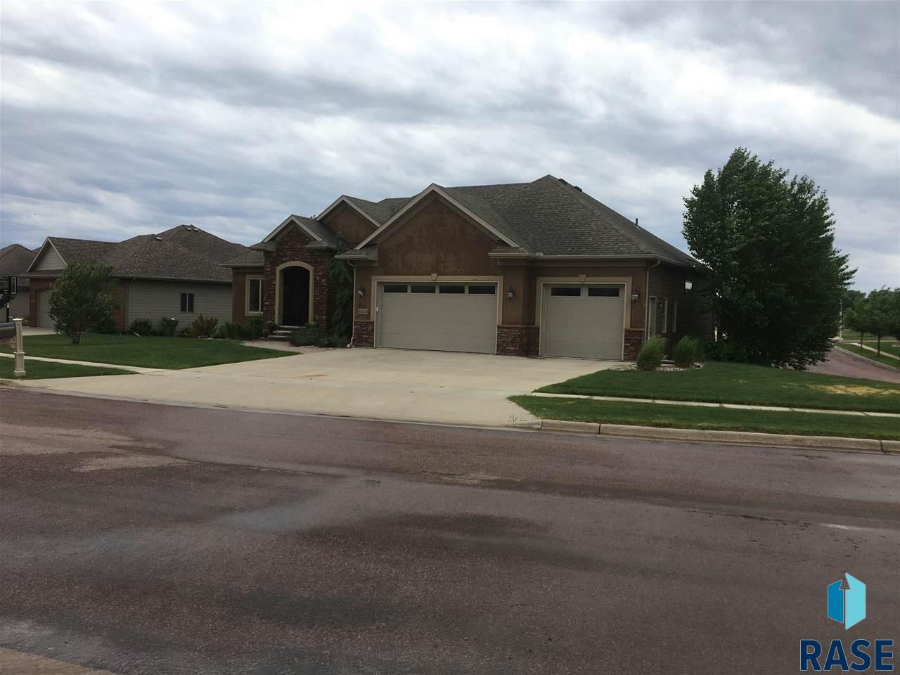 8201 S Grass Creek Dr, Sioux Falls, SD 57108