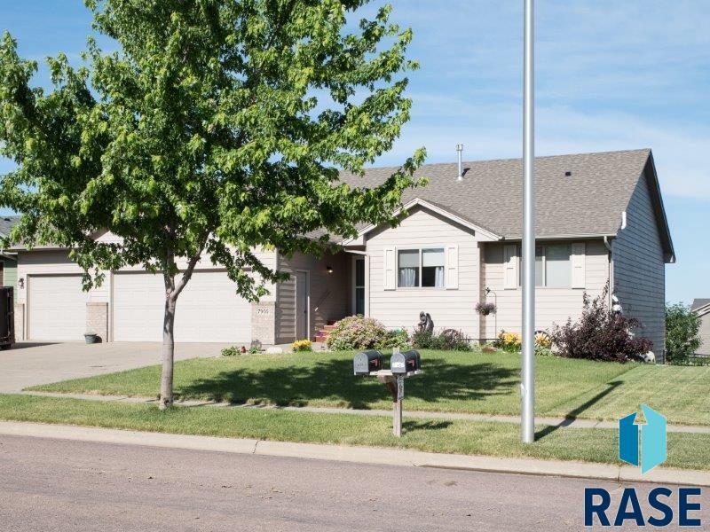7905 S Brett Ave, Sioux Falls, SD 57108