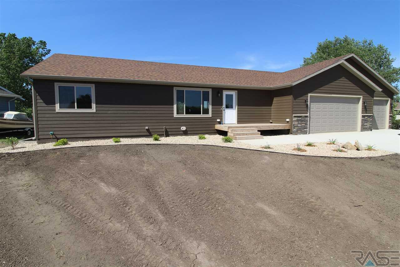 46210 W Shore Pl, Hartford, SD 57033