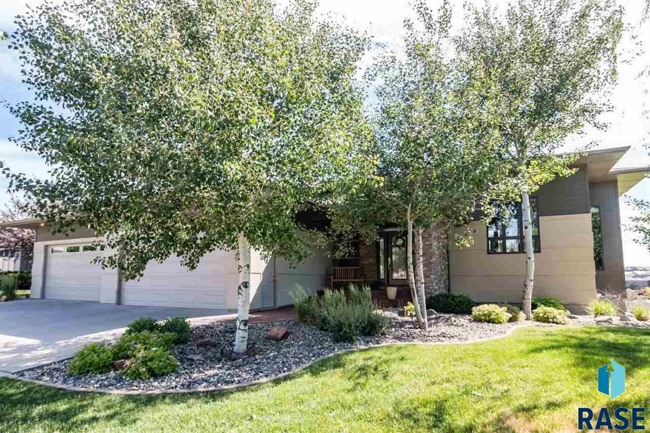 6817 S Heatherridge Ave, Sioux Falls, SD 57108