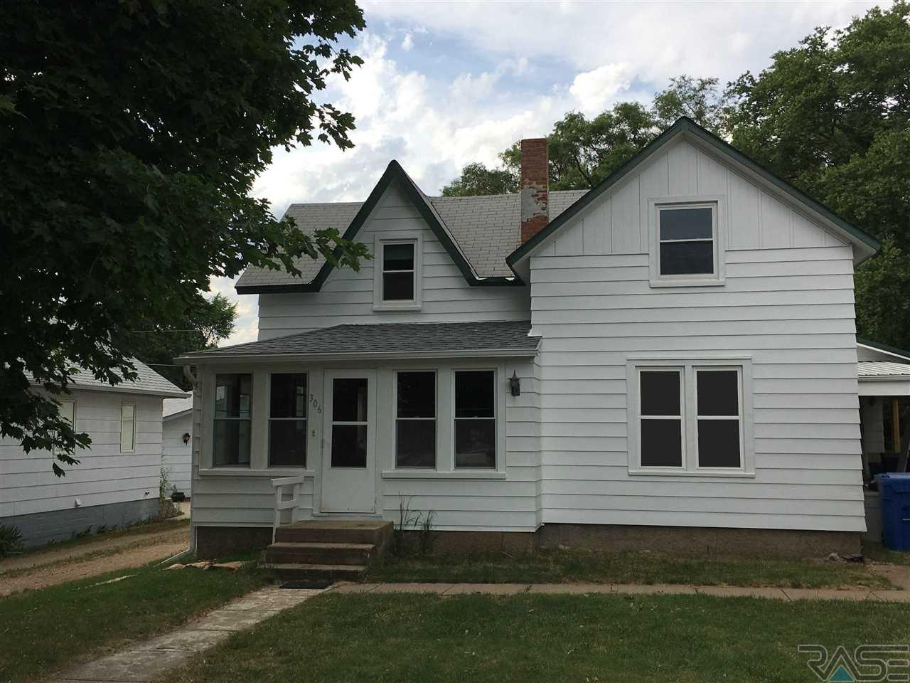 306 E 2nd St, Alcester, SD 57001