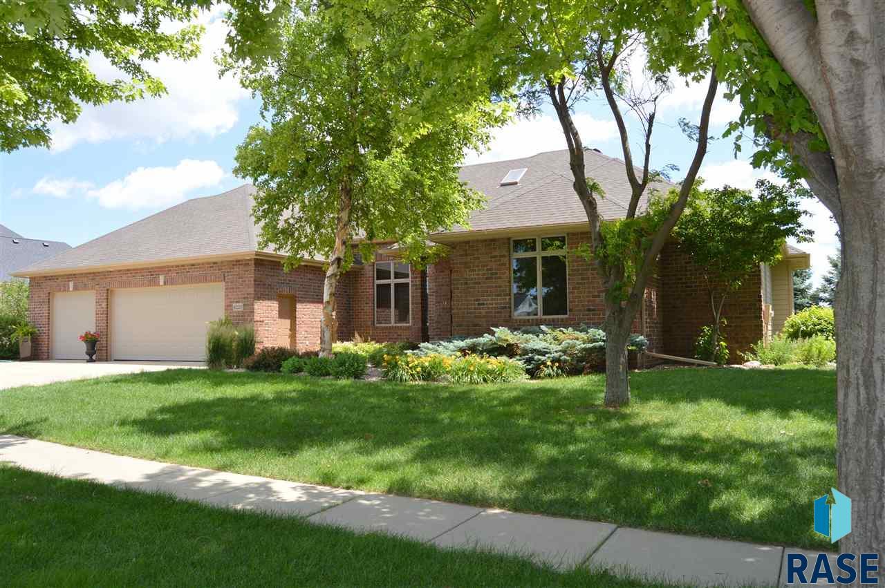 6220 S Pinehurst Ct, Sioux Falls, SD 57108