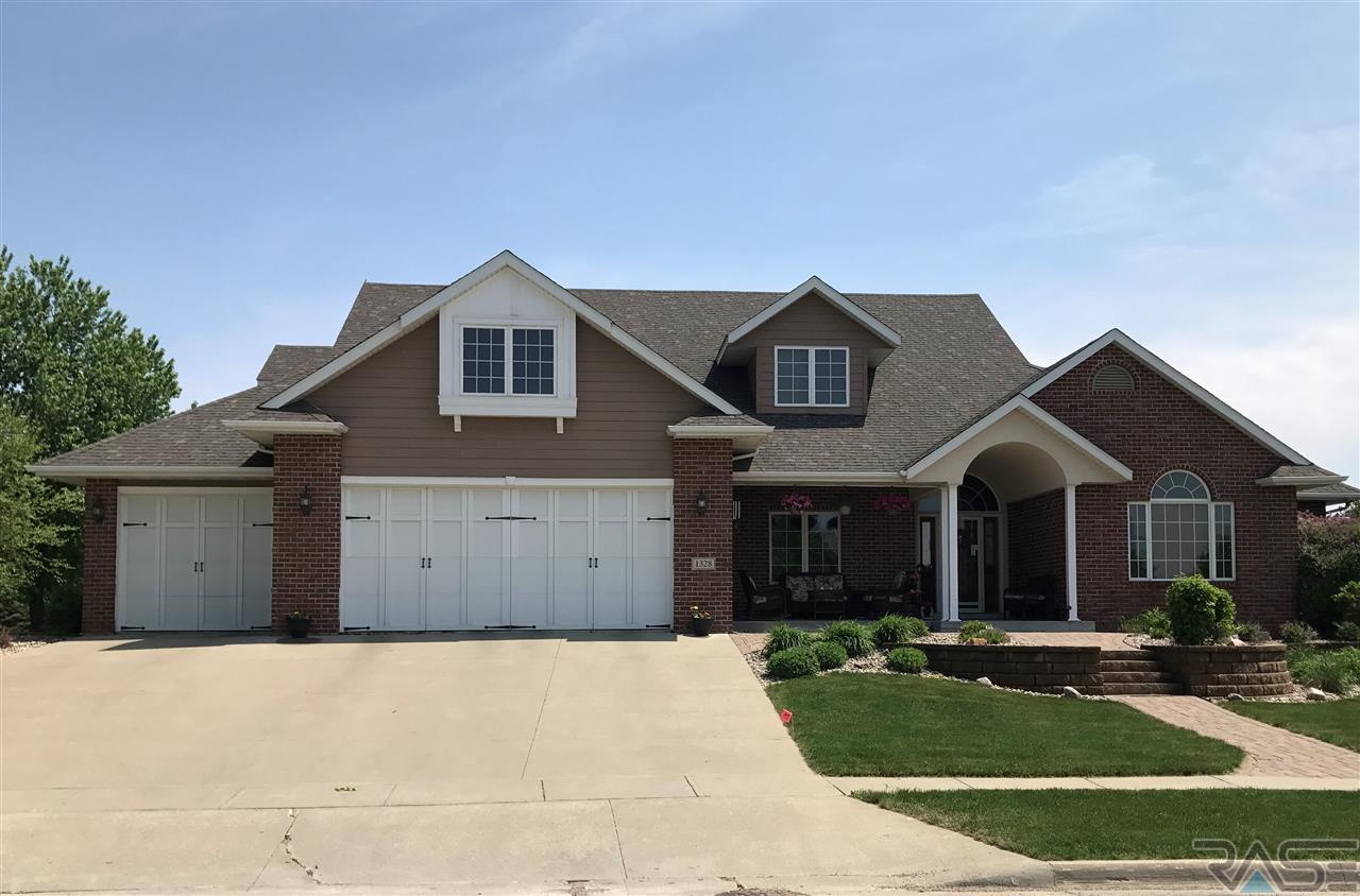 1328 W Wicklow Ct, Sioux Falls, SD 57108