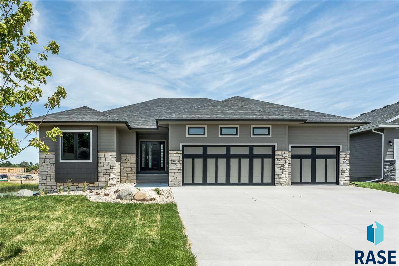 8008 S Brande Acres Cir, Sioux Falls, SD 57108
