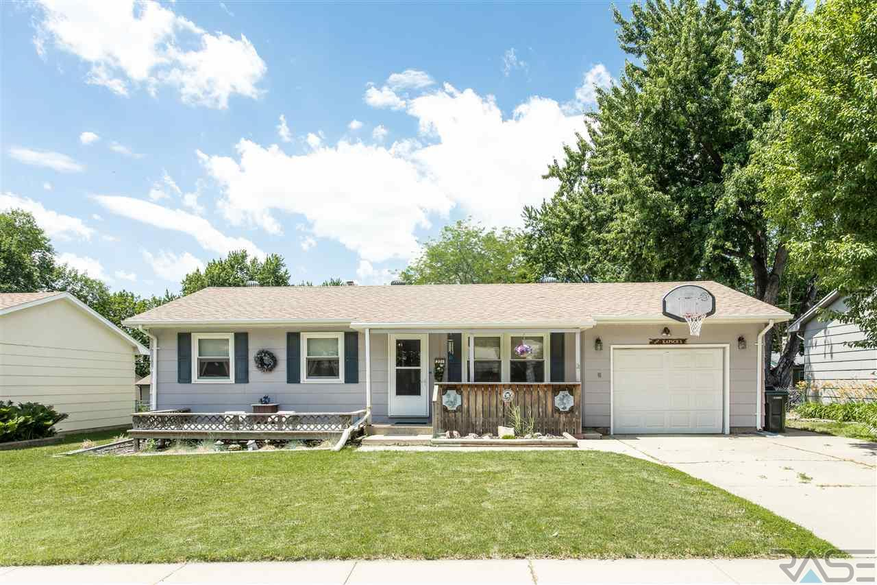 321 Holiday Ave, Sioux Falls, SD 57103