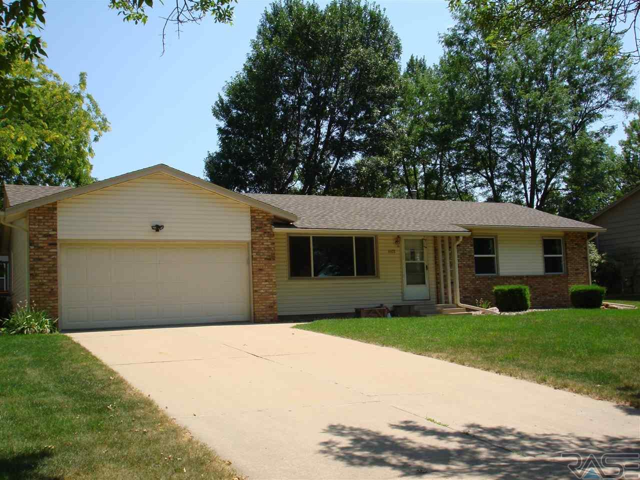 4408 S Hickory Hill Rd, Sioux Falls, SD 57103