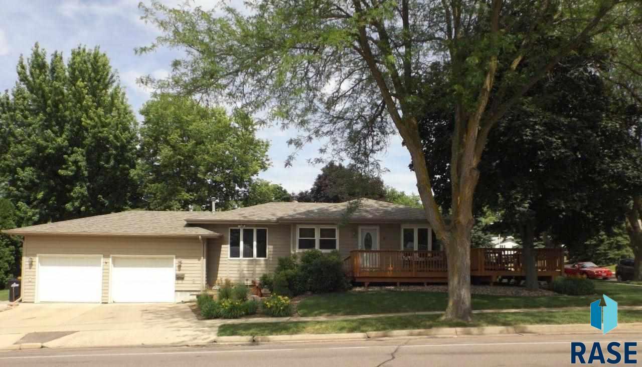 812 S Bahnson Ave, Sioux Falls, SD 57103