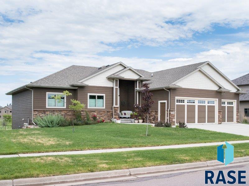 2101 S Copper Crest Trl, Sioux Falls, SD 57110