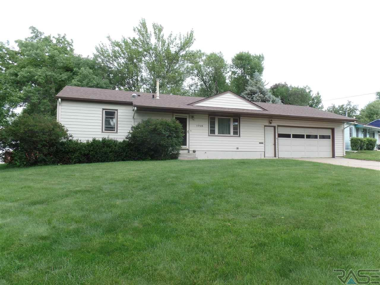 1709 S Comet Rd, Sioux Falls, SD 57103