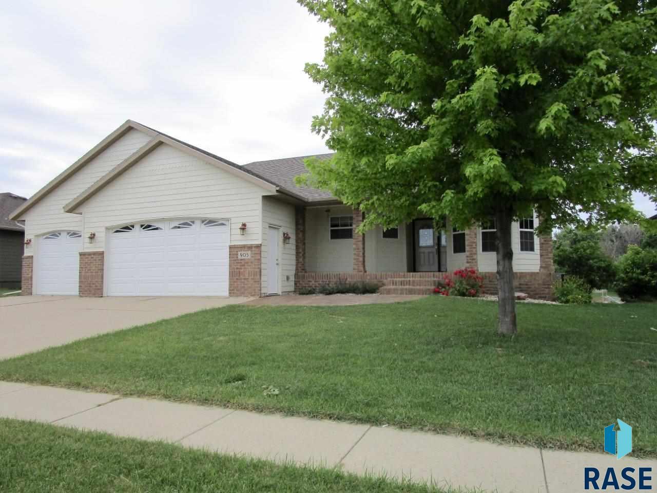 905 N Archer Dr, Sioux Falls, SD 57103