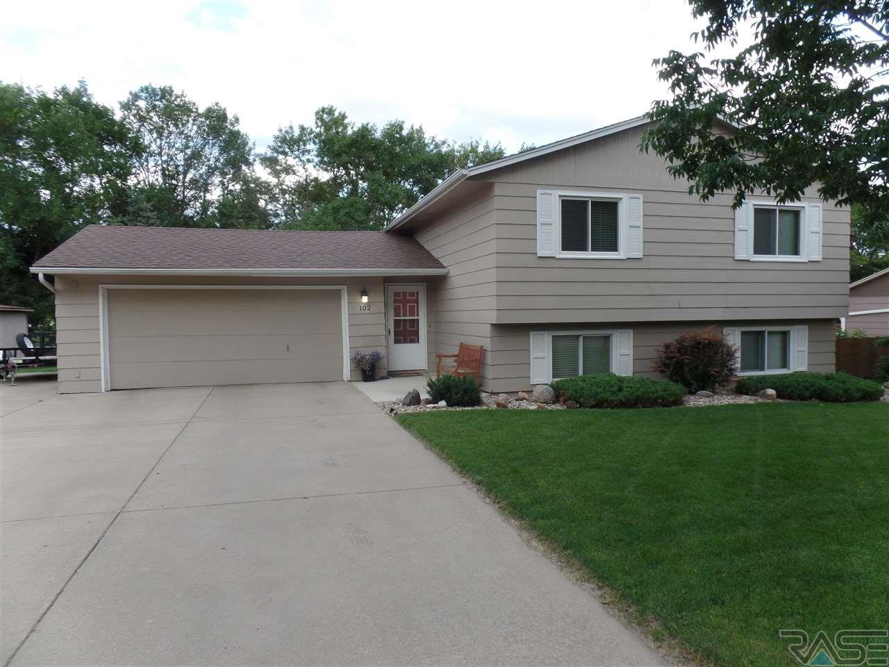 102 S Kelley Ave, Hartford, SD 57033