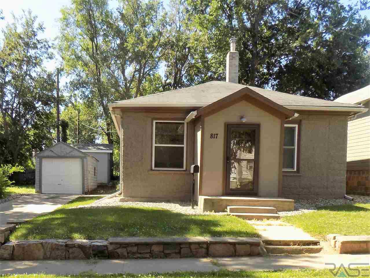 817 W 2nd St, Sioux Falls, SD 57104