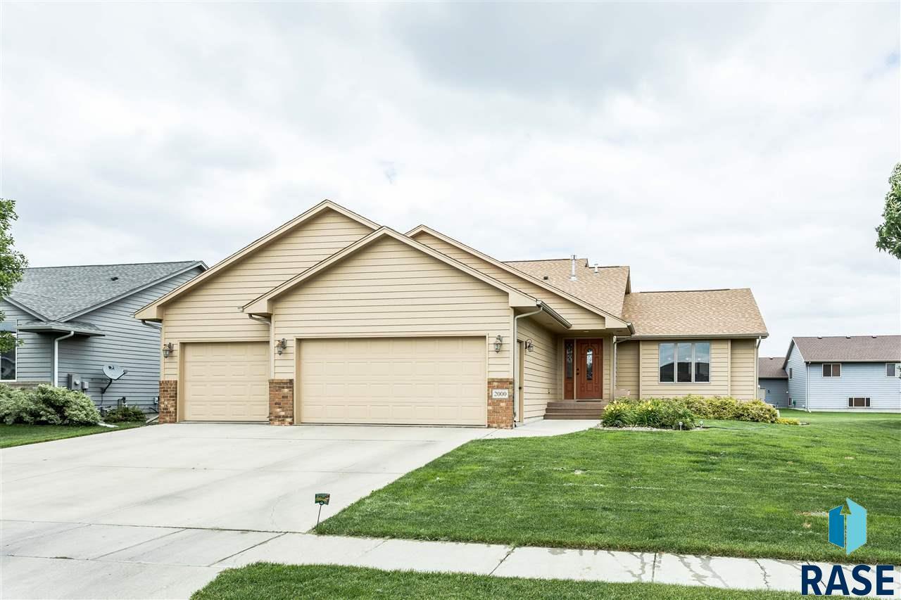 2000 S Wheatland Ct, Sioux Falls, SD 57106