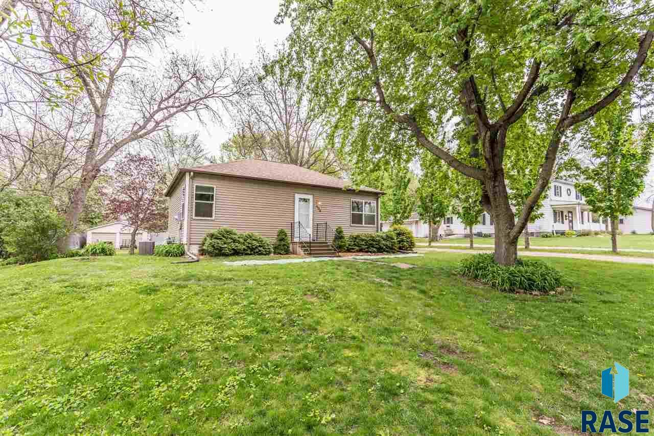 406 Dunham St, Valley Springs, SD 57068