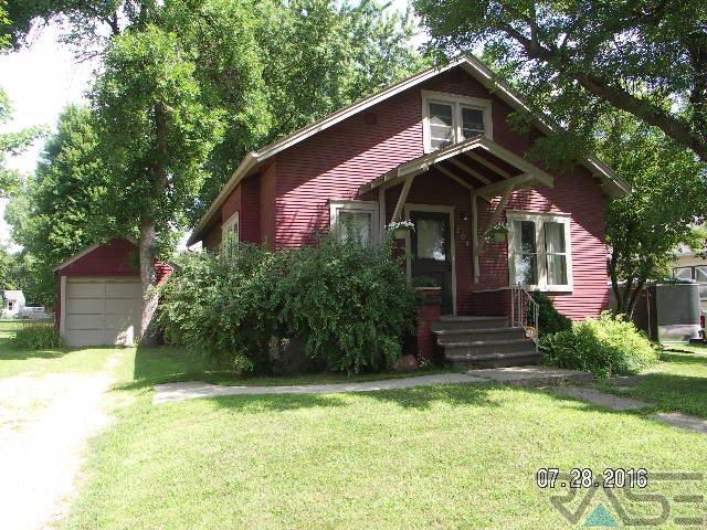 204 W Barck St, Luverne, MN 56156