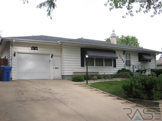 1708 S Lake Ave, Sioux Falls, SD 57105