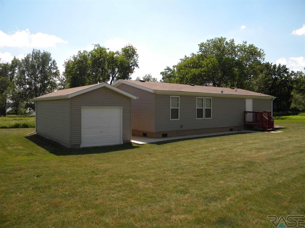 6083 Point Dr, Madison, SD 57042