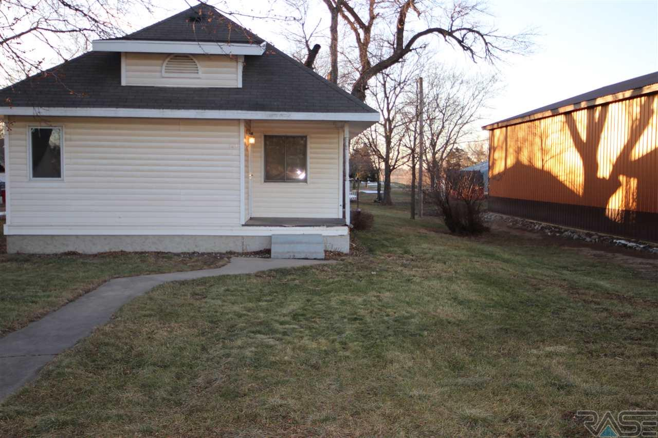 361 N Juniper Ave, Parker, SD 57053