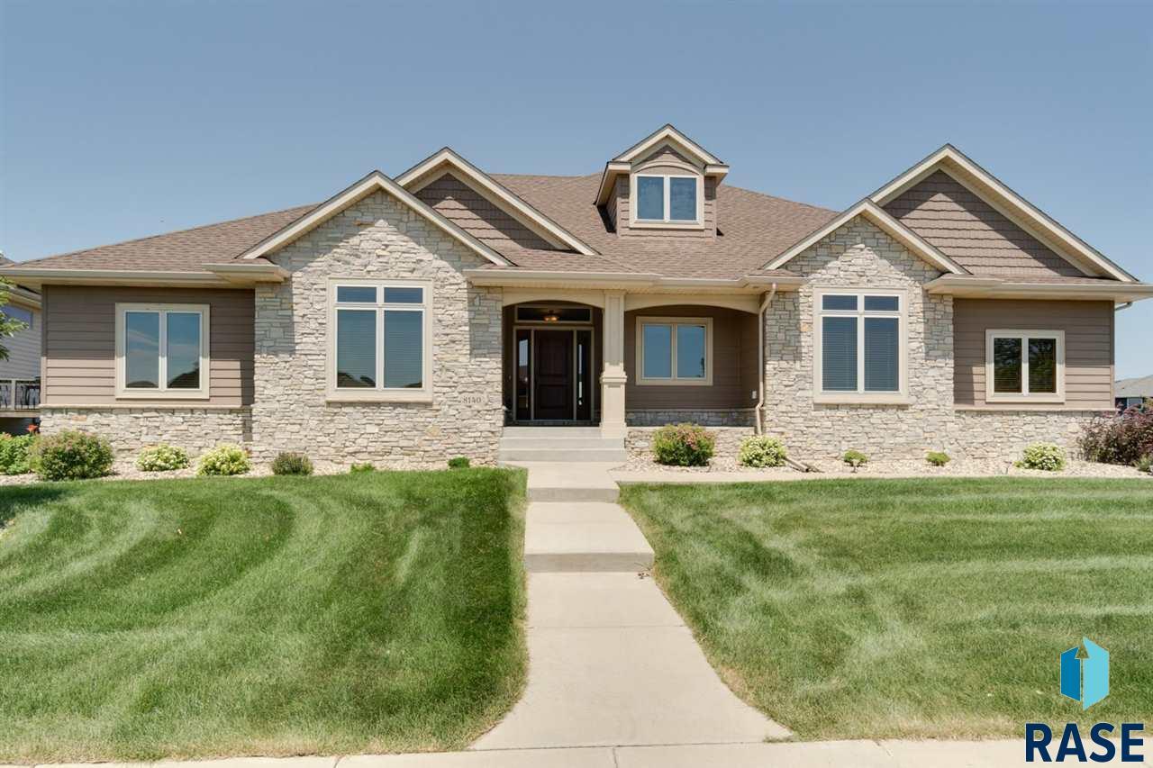 8140 S Grass Creek Dr, Sioux Falls, SD 57108