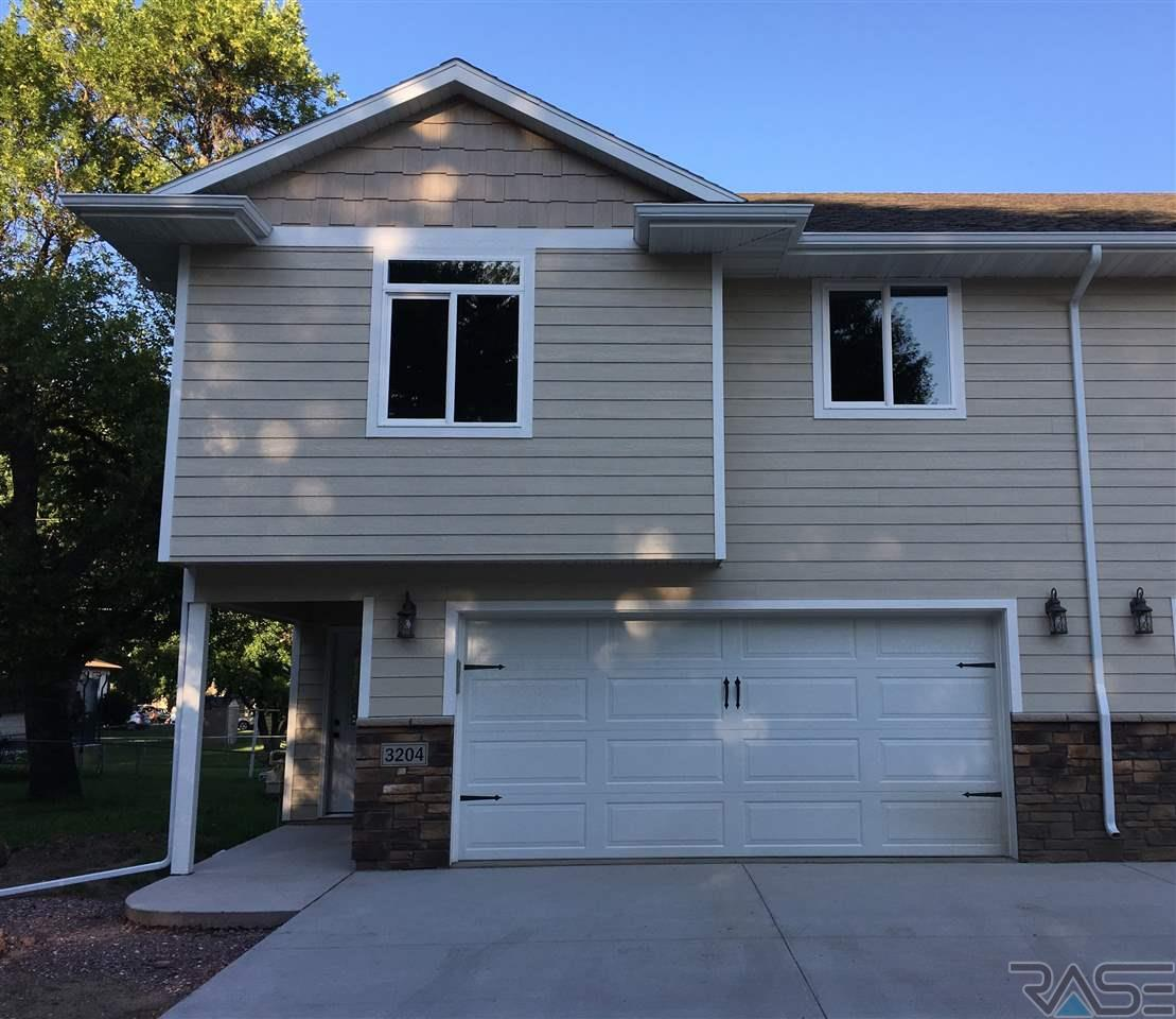 3204 S Elmwood Ave, Sioux Falls, SD 57105