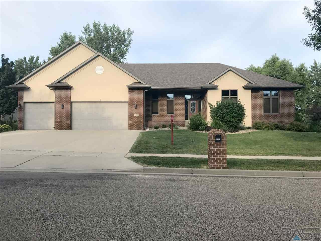 5713 S Frontier Trl, Sioux Falls, SD 57108