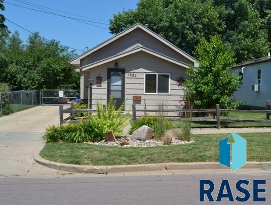 1604 W 9th St, Sioux Falls, SD 57104