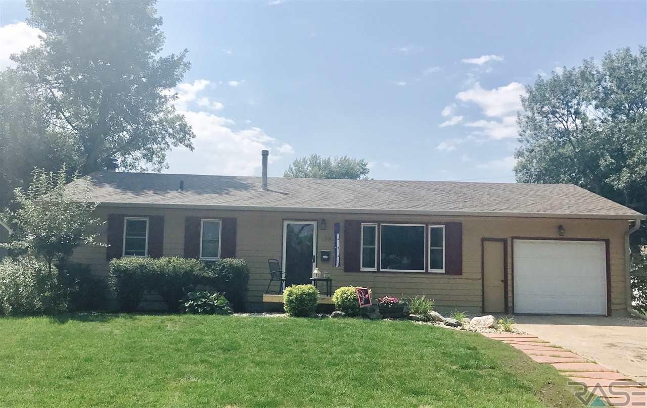 1305 S Bruce Rd, Sioux Falls, SD 57105