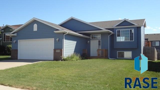 5513 W Oakcrest Dr, Sioux Falls, SD 57106