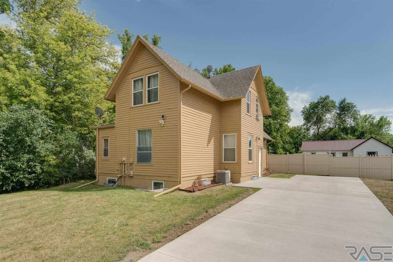 801 Cliff Ave, Valley Springs, SD 57068