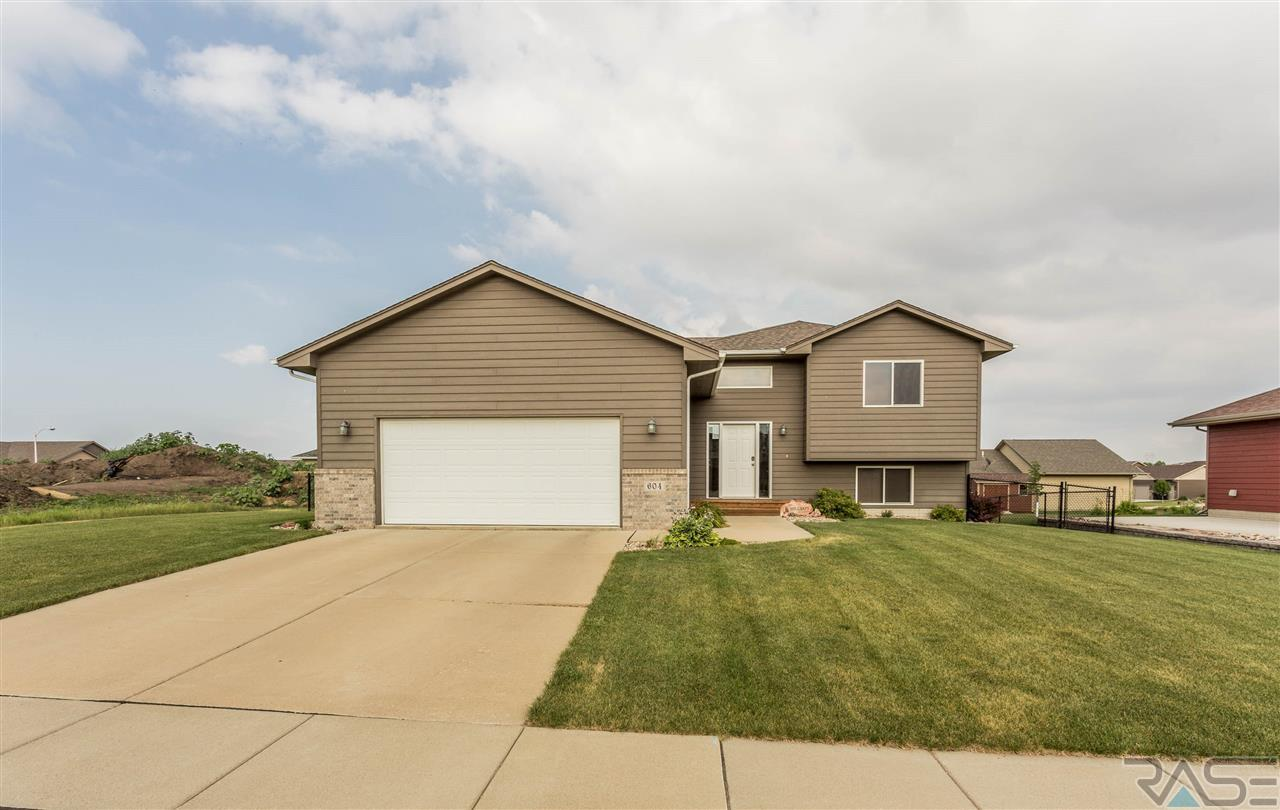 604 S Clearbrook Ave, Sioux Falls, SD 57106