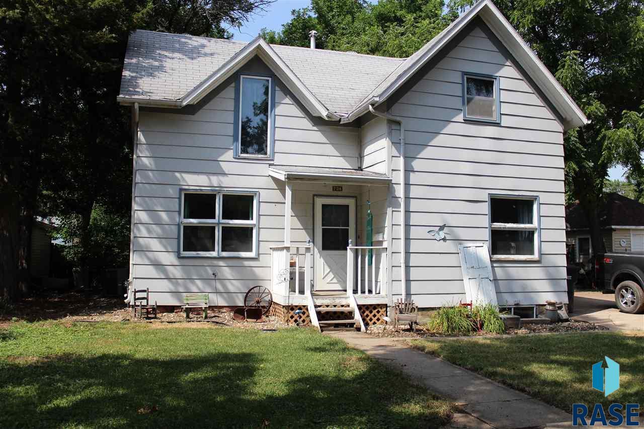 708 E 6th St, Dell Rapids, SD 57022