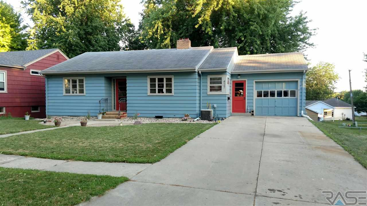 427 W. Lincoln St, Luverne, MN 56156