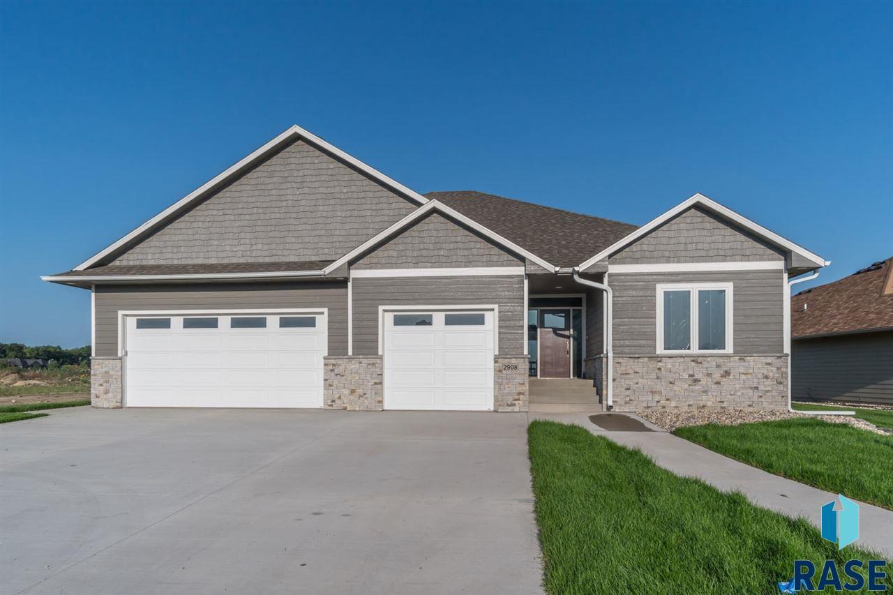 2908 W 77th St, Sioux Falls, SD 57108