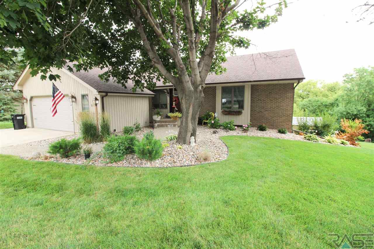 604 N Old Cabin Trl, Sioux Falls, SD 57110