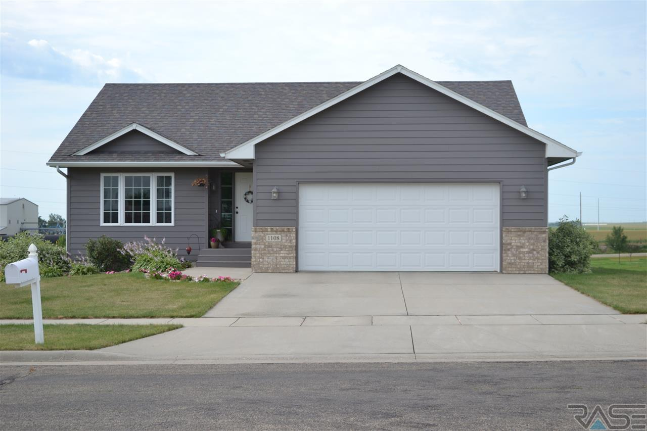 1108 Cherry Dr, Luverne, MN 56156
