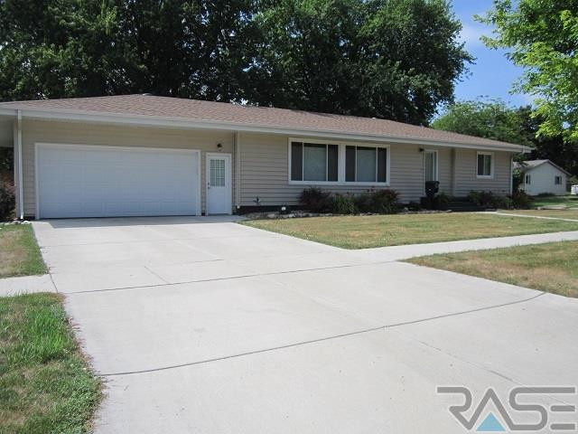 921 NW 4th St, Madison, SD 57042