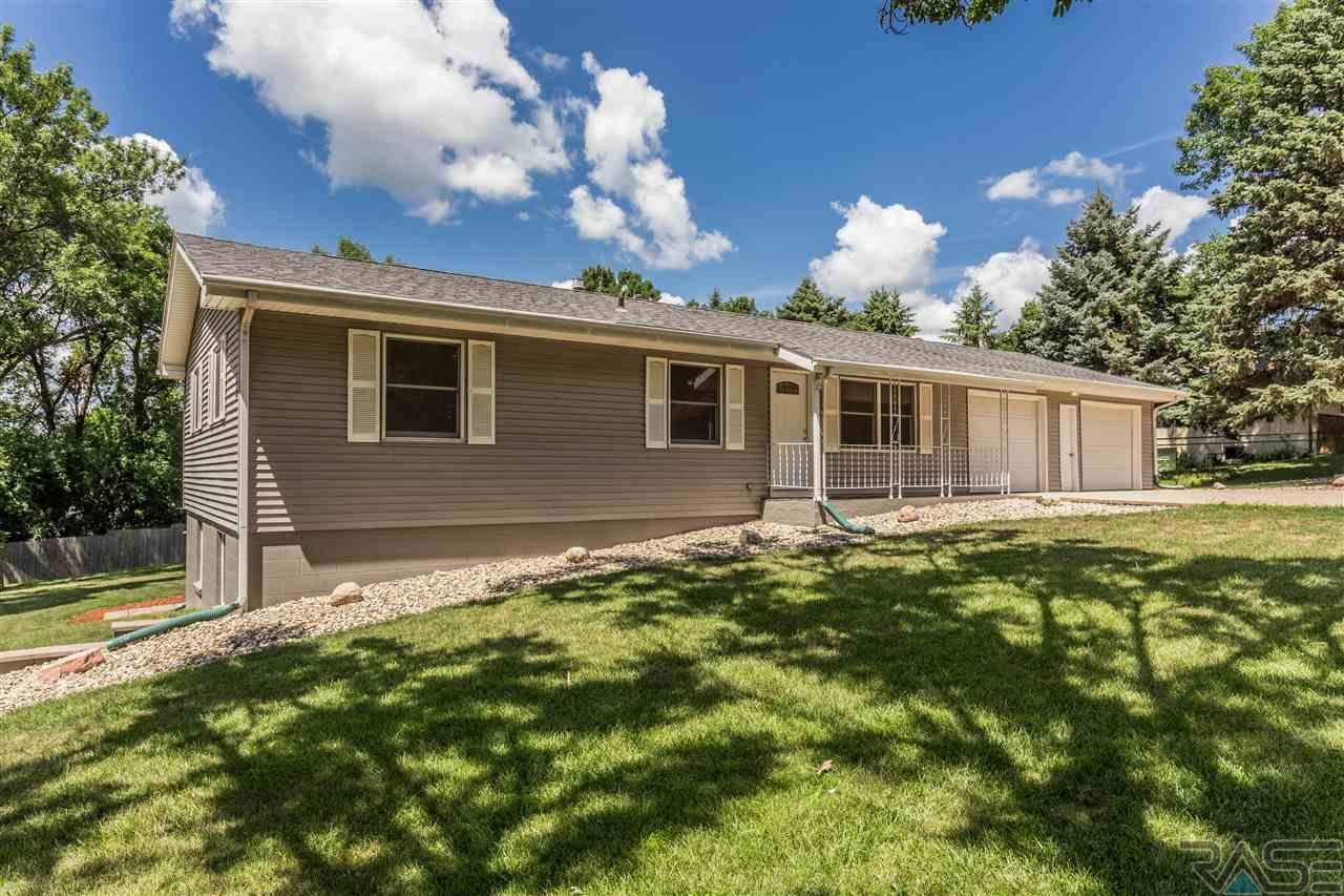515 N Sunset Dr, Dell Rapids, SD 57022