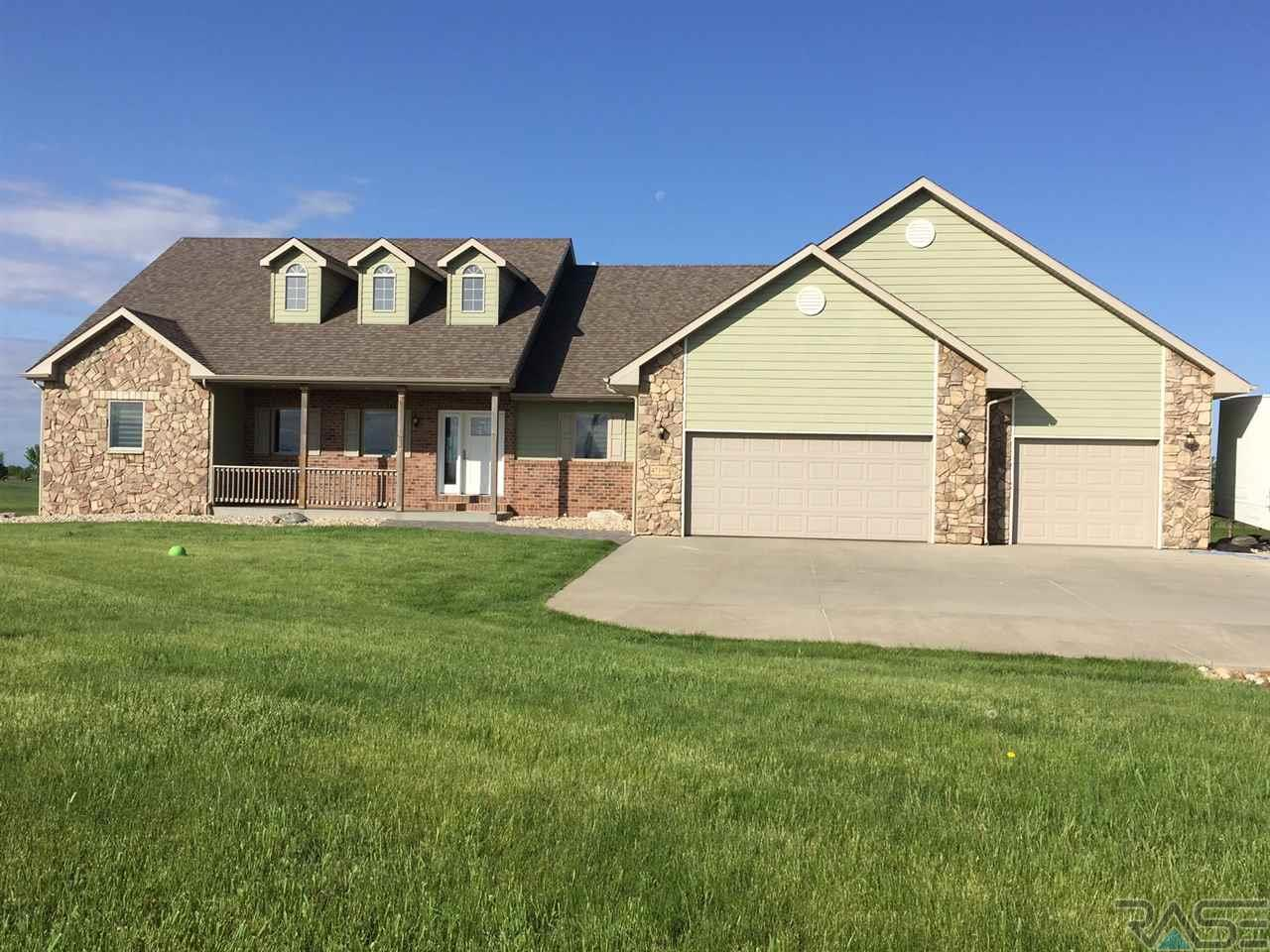 47199 S Clubhouse Rd, Sioux Falls, SD 57108